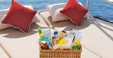 Soare, vacanță și trusa de plajă